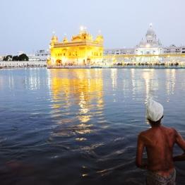 池水是神聖的,藉由沐浴洗淨靈魂