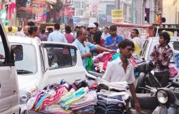 擁擠是新德里的市容之一。它的吵雜讓人想逃離。