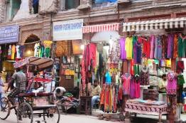 Pahar Ganj一帶滿滿的商店
