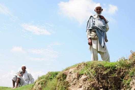 在偏遠鄉村,老一輩的人依舊著傳統服飾