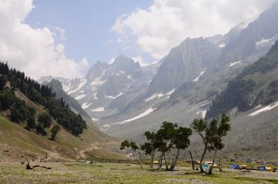 Sonamarg著名的冰河Tajwas