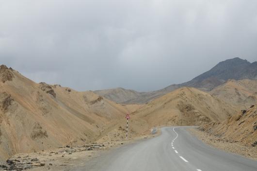 往Fotu la Pass的路上,開始飄雨