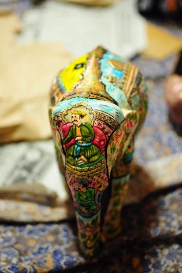 每隻大象的彩繪都不同,不但有主題故事,還可配合圖形設計凹凸