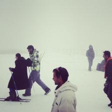 滑雪練習場除了出租滑雪用具,還有專人教學