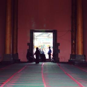 Jamia Masjid。內部禮拜堂