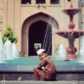 Jamia Masjid。噴泉邊