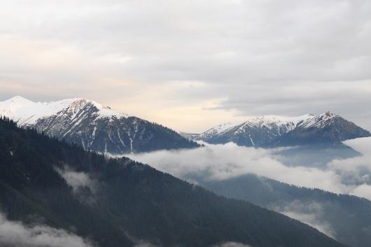 傍晚,雲霧逐漸散開,氣溫也明顯回升了不少