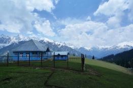 抵達Trunkun,著名的藍色小屋還未駐紮軍人