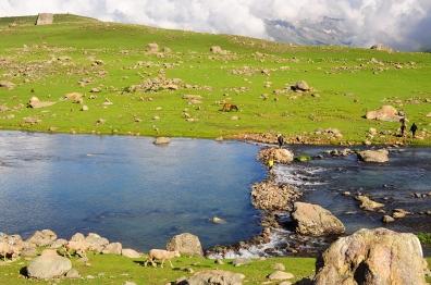 渡河即來到Gangabal大湖。2015年7月下旬