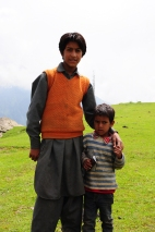 12歲的Fayaz和他的弟弟