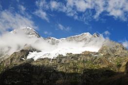 降下瑞雪的Haramukh聖山。2015年8月下旬