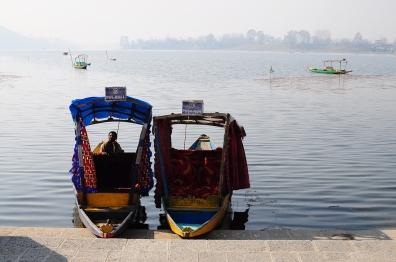 遠處不見盡頭的一邊,通向另外一個全印最大淡水湖-Wular Lake