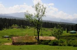 傳統的高山原住民土屋依舊人居