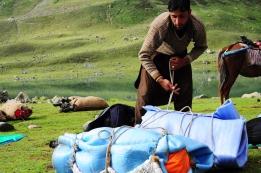 帳篷的地墊有時候拿來包覆大背包。2016年8月下旬