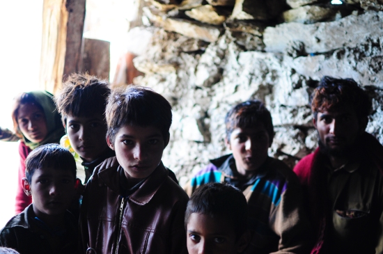 下遷過境的牧羊人家孩子。2016年9月上旬