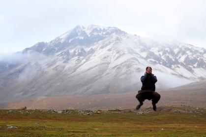 沙吉跳上癮了,一直要我幫他拍跳躍的照片