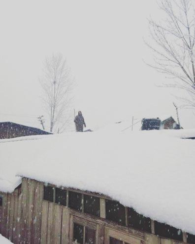 上屋頂鏟雪