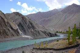 傍著Indus River